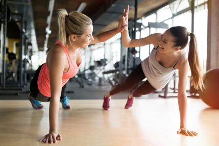 ما أهمية تقوية عضلات البطن عند محاولة الحمل؟