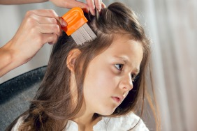 Combat Head Lice in 4 Easy Steps